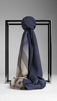 Foulard en Ombre Check en soie   Burberry Echarpe, Lunettes, Foulards,  Haute Couture 5ce84d631ba
