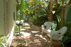 Beautiful courtyard {Sunny Place} Pompano Beach/Fort Lauderdale, FL. Affordable beach vacation rentals.