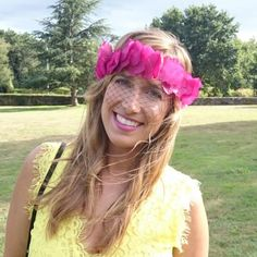 This headdress is very easy and chep! Perfect for a wedding. Steps in Spanish