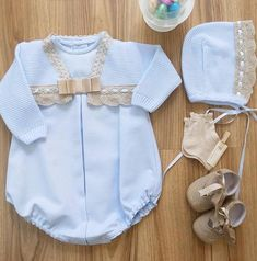 "Cómo nos gustan estas preciosidades que nos ofrece @ninesmodainfantil Beautiful <span class=""emoji emoji1f339""></span><span class=""emoji emoji1f339""></span><span class=""emoji emoji2764""></span>️<span class=""emoji emoji2764""></span>️•••Si ... Little Girl Outfits, Baby Boy Outfits, Kids Outfits, Baby Girl Fashion, Kids Fashion, Baby Size, Baby Sewing, Mom And Baby, Baby Knitting"