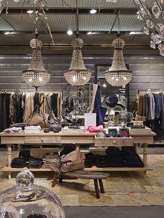 #globus #savoirvivre #departmentstore #store #fashion Department Store, Chandelier, Ceiling Lights, Spaces, Lighting, Home Decor, Fashion, Globe, Moda