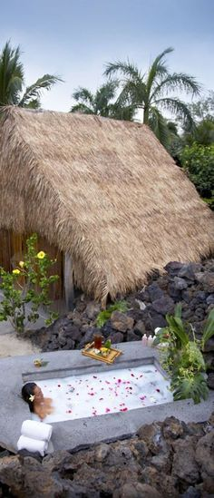 Spa Hale Bath at Mauna Lani Bay Hotel And Bungalows (Kohala Coast, Big Island) Hawaii. I could definitely visit this spa.and in Hawaii, no less. Hawaii Vacation, Vacation Places, Hawaii Travel, Dream Vacations, Vacation Spots, Places To Travel, Places To Go, Usa Travel, Vacation Ideas