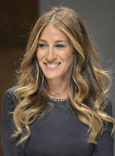 Shatush biondo, Sarah Jessica Parker con i capelli lunghi con messa in piega mossa