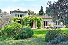 Few minutes from the center of Saint-Remy-de-Provence (1.5 km). This property was totaly refurbished with taste. Swimming pool 12 m x 5.5 m. 8 bedrooms. 7 bathrooms. Maximun 14 guests. Our fees