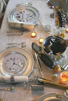 Silver chargers and glass plates have   clock faces nestled between them. So many ideas here!