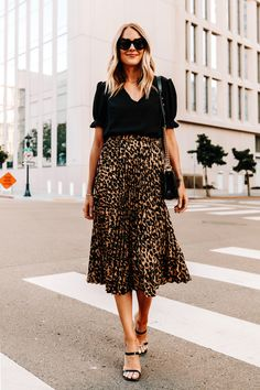 Are Leopard Midi Skirts Still in Style? How I'm Styling Mine For 2020 Printed Skirt Outfit, Leopard Skirt Outfit, Midi Rock Outfit, Midi Skirt Outfit, Leopard Print Skirt, Animal Print Skirt, Black Midi Skirt, Burgundy Skirt, Midi Skirts