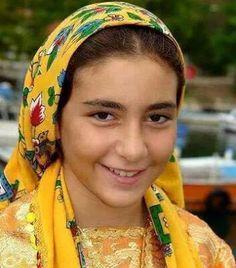 Biz buna çember(yazma) diyoruz bizim örtümüz budur.  TÜRBAN(Rahibe kapanışı) değil!!!!!! Türk Kadını yüzyıllar önce de böyleydi şimdide böyle. Biz Türk'üz, arap değiliz!