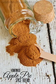 Homemade Apple Pies, Homemade Spices, Homemade Seasonings, Homemade Spice Blends, Spice Mixes, Do It Yourself Food, Pumpkin Ice Cream, Apple Pie Spice, Spices And Herbs
