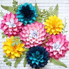 How to make giant paper dahlias. Paper flower templates.