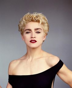 Madonna Blond Curly Hair - Kitchens Design, Ideas And Renovation Pop Singers, Female Singers, Madonna True Blue, Lady Madonna, Madonna Vogue, Guinness, Madonna Photos, La Madone, Divas