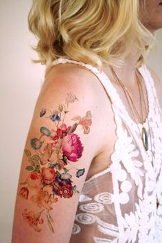 Beau grand vintage floral tatouage temporaire par Tattoorary sur Etsy www.c… Beautiful big vintage floral temporary tattoo by Tattoorary on Vintage Blume Tattoo, Vintage Flower Tattoo, Pretty Flower Tattoos, Flower Tattoo Designs, Beautiful Tattoos, Tattoo Flowers, Flower Vintage, Vintage Floral Tattoos, Tattoo Vintage
