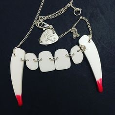 This FANG-tastic necklace will unleash your inner vampire. Snapped by chiiiiiiiips (IG)