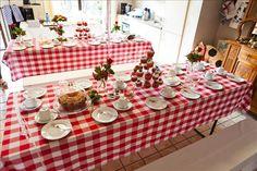 Keurig tafels met wit gedekt linnen? Doe eens gek; waarom ga je niet voor een boerenkleedje!