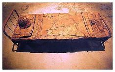 Soldier`s Bed, (1998) Rusted metal (760 x 188cm) Collection: Memórias Intimas Marcas