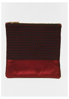 Pochette L'AMOUREUSE Made in France en cuir et tissu  : coloris bordeaux, fermeture cuivrée, doublure noire