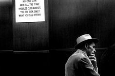 """""""Robert Frank estava apenas sendo honesto quando declarou que, 'para produzir um documento contemporâneo autêntico, o impacto visual deveria ser de tal ordem que anulasse a explicação'."""" (Susan Sontag, Sobre fotografia; tradução Rubens Figueiredo. - São Paulo: Companhia das Letras, 2004, p.127).  Fotos: © Robert Frank (Nova York, 1955-1959)"""