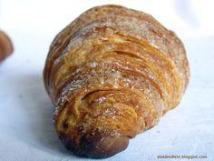Stamattina, cappuccino e cornetto?   I dolci da colazione...una varietà infinita... una bontà infinita! Ne vado matta.   Oltre a biscotti...