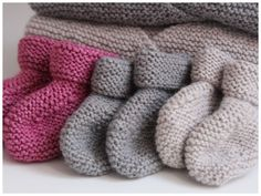 photo tricot modele tricot bebe droguerie 18 Knitting For Kids, Knitting Projects, Baby Knitting, Knitting Patterns, Knitted Booties, Baby Booties, Crochet Bebe, Knit Crochet, Best Baby Socks