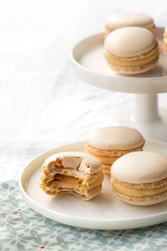 Macarons caramel beurre salé - Empreinte Sucrée Coconut Hot Chocolate, Chocolate Pastry, Chocolate Recipes, Salted Butter, Macarons, Ganache Macaron, Nutella Cookie, Macaroon Recipes, Butter
