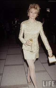 Ellen Barkin Ellen Barkin, Life Pictures, Famous People, Celebs, Formal Dresses, Style, Fashion, Celebrities, Formal Gowns