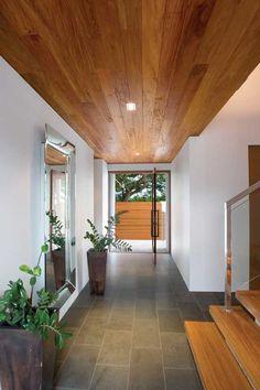 Nice entrance/foyer