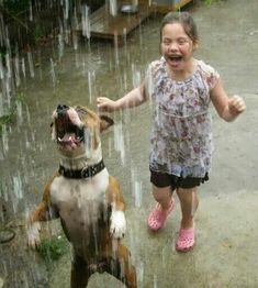 Lord thank you for the joy that rain can put on a child's face when playing in it.and also the joy that man's best friend gets from it . I Love Dogs, Puppy Love, Cute Dogs, Funny Animals, Cute Animals, Photo Chat, Tier Fotos, Dancing In The Rain, Rain Dance