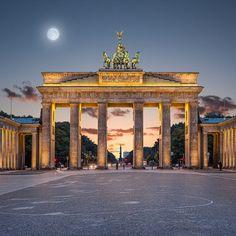 Brandenburger Tor Quadrat, 95 x 95 cm · Leinwand auf Keilrahmen: € 610,- · Aludibond: € 770,- · Acrylglas auf Aludibond: € 920,- · © Stefan Korff