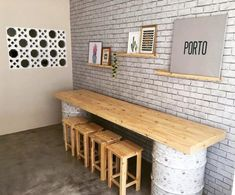 Pallet table: 40 ideas for a cheap and sustainable decoration Restaurant Interior Design, Shop Interior Design, Cafe Design, Modern Restaurant, Wood Design, Design Design, Deco Cafe, Diy Home Decor, Room Decor