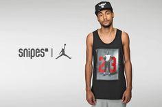 Auf diesem 88 Tanktop von Jordan siehst du MJ himself vor seiner ikonischen Rückennummer. Perfekt für alle Jordanheads, die im Sommer gut belüftet unterwegs sein wollen. Größen: S-XXL  Preis: 29,99 Euro