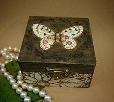 Holzdose als Geschenkbox oder Schmuckkästchen   Etsy Dose, Decorative Boxes, Home Decor, Boxes, Floral Patterns, Beautiful Homes, Cash Gifts, Artworks, Decoration Home