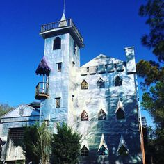 A man's home is his castle. For Mr. Solomon it's made out of old aluminum newspaper printing plates #Florida #middleofnowhere #cool #wtf