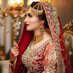 Red And Gold Embroidered Bridal Lehenga With Jewellery Indian Bridal Outfits, Indian Bridal Wear, Asian Bridal, Indian Wear, Wedding Outfits, Wedding Couples, Wedding Dresses, Indian Dress Up, Indian Attire