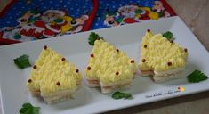 Ecco un'idea carina per delle tartine da servire come antipasto, aperitivo o finger food durante le feste di Natale: gli alberelli di pancarrè!