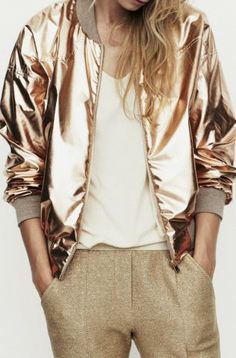 I need to blingbling myself with this Gold oversized bomber jacket Trend Fashion, Look Fashion, New Fashion, Womens Fashion, Fashion Spring, Urban Fashion, Fashion Outfits, Mode Style, Style Me