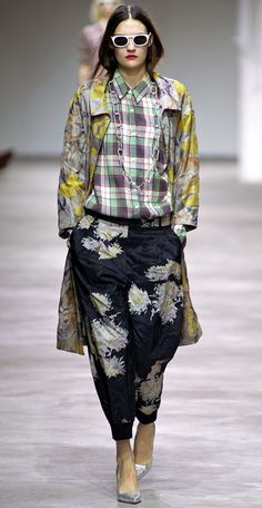 DRIES VAN NOTEN SS 2013 WHITE SUNGLASSES EASY HAIR PLAID PLAID SHIRT PRINT PANTS SLOUCHY LOOSE FIT TRENCH YELLOW CHAIN NECKLACE METALLICS PUMPS RED PINK LIPS 2