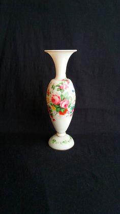 Prachtige Franse Gesatineerde Opaline Glazen Balustervormige Vaas - Handbeschilderd Florale Decoratie - Baccarat Style -