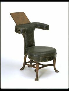 Reading chair, Britain, 1725-1735, Mahogany with leather upholstery. V&A Collection