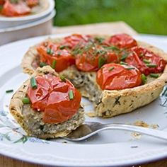 Deliсious tarts with creamy eggplant filling and baked  tomatoes (in Russian)
