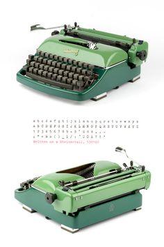 Rheinmetall KsT - 50er Jahre - funktionierende Schreibmaschine - grün - Portable - Vintage Schreibmaschine