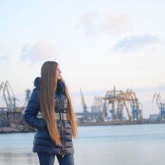 Желание женщины - закон! Даже если это желание поехать на пляж в -10 . . . . #пляж #порт #бердянск #longhair #hairstyle #hair #berdyansk #berdiansk #sunset #beach #nature #ukraine #sea #sealover #beauty #длинныеволосы #волосы #azovsea