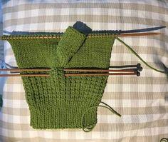 MITONES. ( TUTORIAL) GUANTES PUNTO | carmenbecares.blogspot.com | Bloglovin' Baby Knitting Patterns, Diy And Crafts, Knit Crochet, Gloves, Reusable Tote Bags, Blog, Bikinis, Fingerless Mitts, Knit Mittens