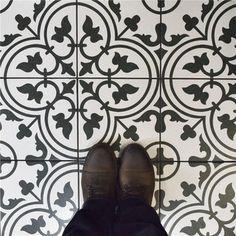 SomerTile Art White Porcelain Floor and Wall Tile (Case of 16)