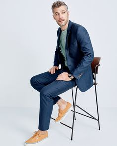 Cut from an extra-fine cotton oxford cloth (better known for shirts), this J.Crew men's Ludlow suit is a warm-weather workhorse in a fabric that features subtle variations in hue.