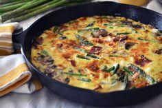 Asparagus, Leek, Mushroom and Bacon Frittata Frittata Recipes, Breakfast Frittata, Low Carb Recipes, Vegetarian Recipes, Healthy Recipes, Healthy Food, Stuffed Mushrooms, Stuffed Peppers, Arrows
