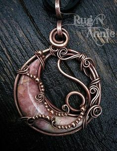 An amazing Rhodochrosite crescent moon. I wrapped it in copper with small solid. - An amazing Rhodochrosite crescent moon. I wrapped it in copper with small solid… - Bijoux Wire Wrap, Wire Wrapped Necklace, Bijoux Diy, Wire Wrapped Pendant, Wire Earrings, Wire Bracelets, Necklaces, Wire Wrapped Stones, Macrame Necklace