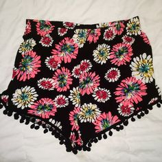 Floral pompom shorts Bought from boutique- they are slightly high-wasted - these are some of my favorite shorts but I barely have worn them so they need a new home - perfect condition - no flaws - goes great with a black, pink, or white tank!!! Size small Francesca's Collections Shorts