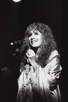 Stevie onstage   ~ ☆♥❤♥☆ ~    smiling sweetly ~ 'Tusk' tour adorableness, 1979