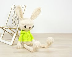 PATTERN: Bunny in a hooded sweatshirt - Crochet pattern - Amigurumi tutorial with photos (EN-062)