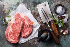 Raw fresh marbled meat Black Angus Steak and seasonings. Natalia Lisovskaya en 500px (Recipe to prepare it another day)