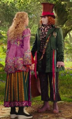 Alice confronting young Tarrant Hightopp about warning his family. I really love his outfit. Mad Hatter Costumes, Disney Costumes, Movie Costumes, Couple Halloween Costumes, Mad Hatter Cosplay, Mad Hatter Outfit, Colleen Atwood, Alice In Wonderland Costume, Fantasias Halloween